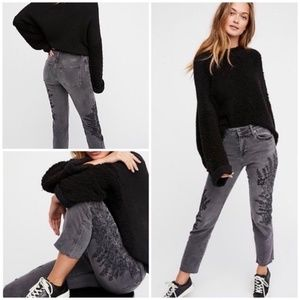 NWOT FREE PEOPLE EMBROIDERED GIRLFRIEND JEANS